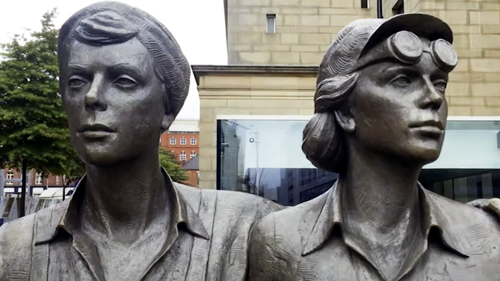 Women of Steel statue, Barkers Pool